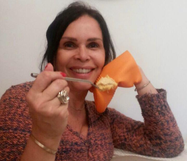 TORTA DE MASSA PODRE COM RECHEIO DE FRANGO E REQUEIJÃO